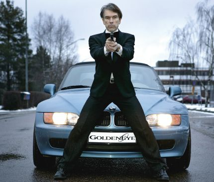 Gunnar Schäfer/James Bond med sin häftiga Bond-bil.