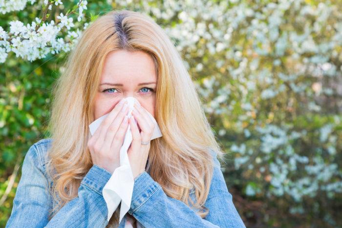pollenallergi symptom huvudvärk