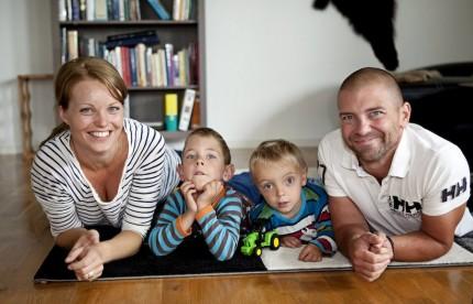 Idag är Josefin och Jonny och deras båda pojkar Elias och Filip en vanlig familj. Men det tog lång tid att komma dit.