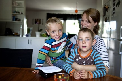 Josefin med sina ögonstenar Filip och Elias.
