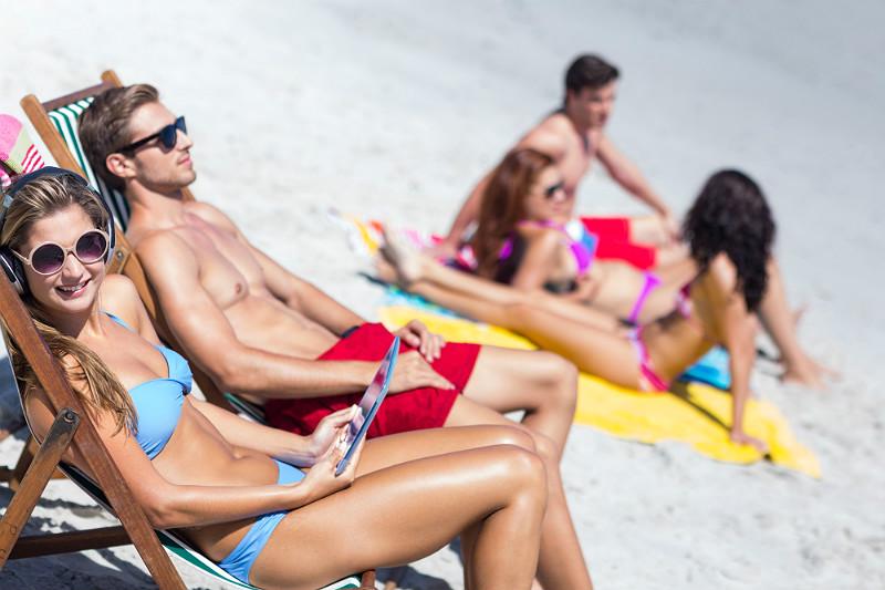 Vid stranden är man extra utsatt för tjuvar. Alla behöver kanske inte bada samtidig, någon kan ju stanna kvar och hålla vakt.