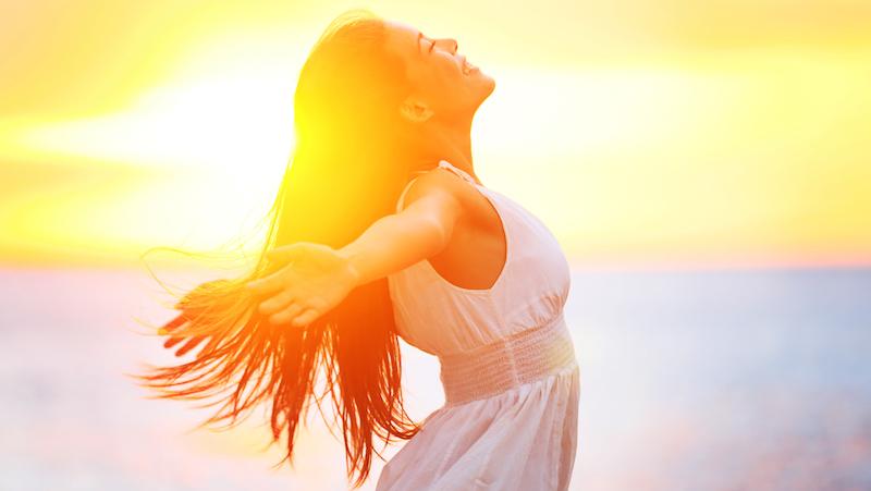 Kvinna i solljuset.