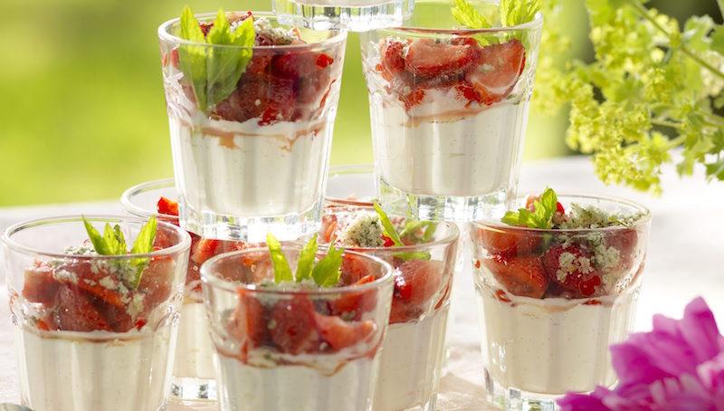 yoghurtkram med jordgubbar