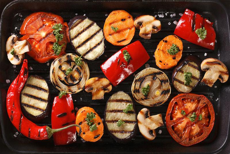 Byt ut lite av köttet mot grönsaker på grillen så mår både du och klimatet bättre!
