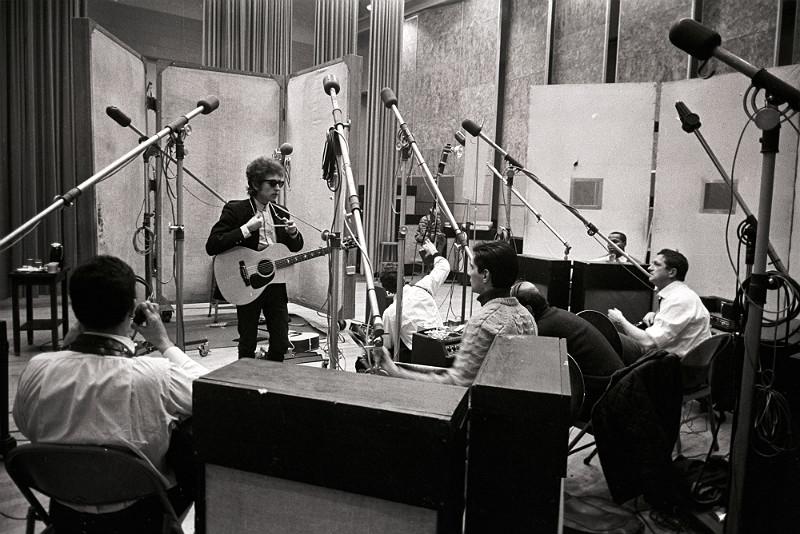 Bob Dylan i indpelningsstudion. Foto: Don Hunstein/Sony Music Entertainment