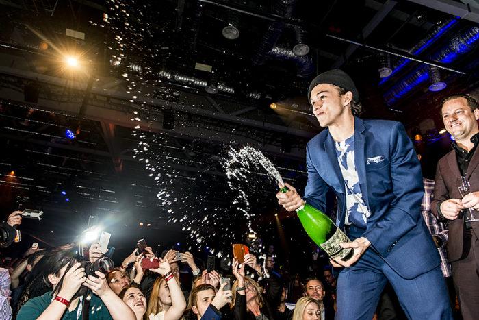 Frans firar sin seger i melodifestivalen 2016. Foto: Stefan Johansson