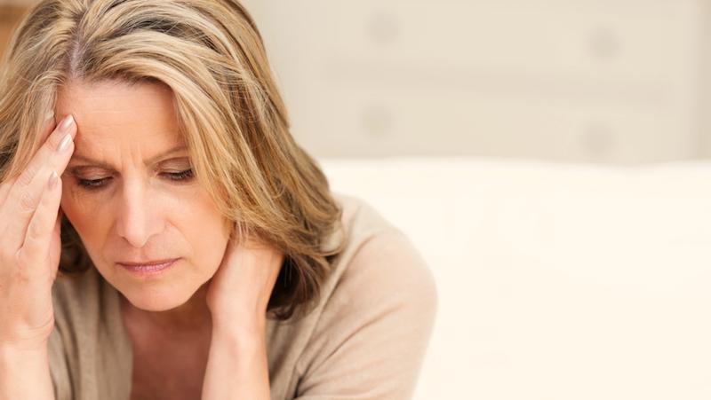 Kvinna med huvudvärk.