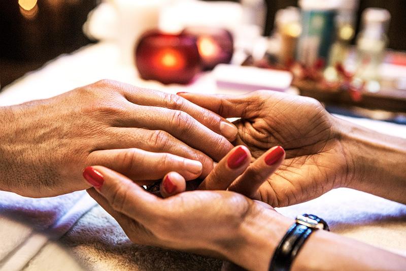 delhis vackraste händer recension