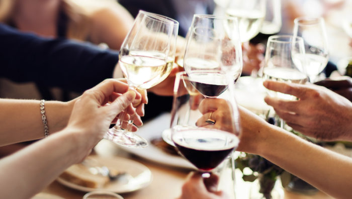 hur många kalorier i ett glas vin