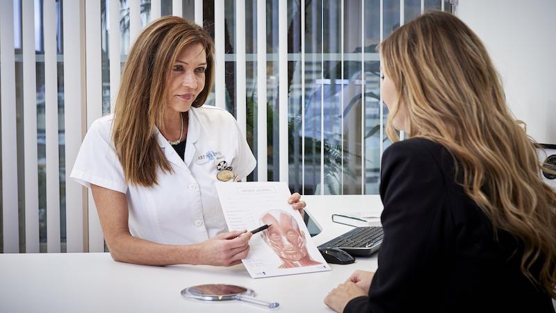 Gunilla Windh har alltid ett samtal innan behandlingen för att förklara och lyssna på kundens förväntningar.