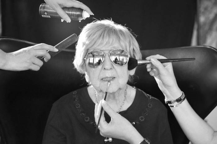 Dagny Carlsson fotograferad för boken Livet enligt Dagny – I huvudet på en 104-åring.