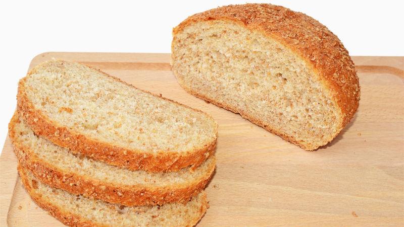 bröd med grahamsmjöl och vetemjöl