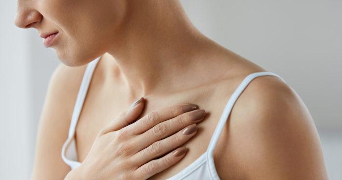 ont i högra bröstet när jag andas
