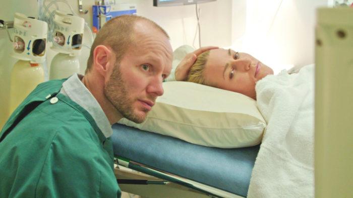 Nisse Ekman och Danijela Rundqvist i SVT-serien Kampen för ett barn.
