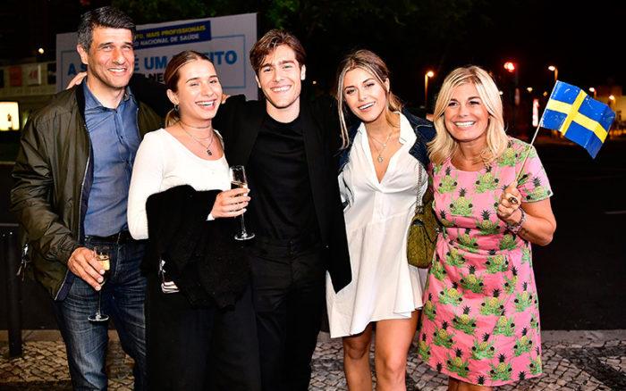 Stefan Widmark, Linnea Widmark, Benjamin Ingrosso, Bianca Ingrosso och Pernilla Wahlgren på plats i Portugal inför Eurovision song contest.