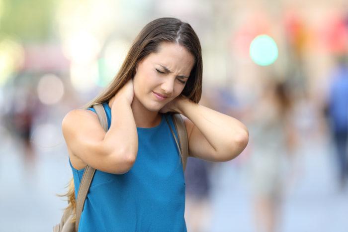 Långvarig muskel- eller ledsmärta är ett av de vanligaste symptomen på fibromyalgi.