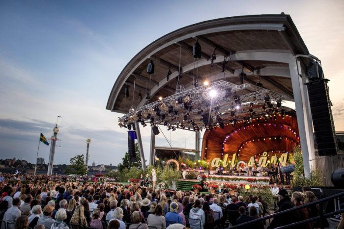 Allsång på Skansen på Sollidens scen i Stockholm en kväll i augusti 2017.