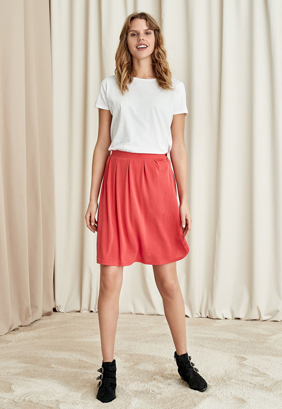 Röd kjol från Indiska.