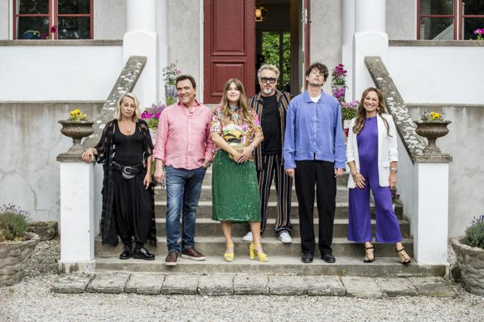 Charlotte Perrelli, Louise Hoffsten Linnea Henriksson, Eric Gadd, Albin Lee Meldau och Christer Sjögren i samband med inspelningen av