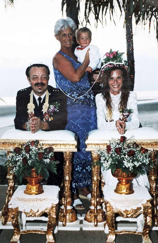 Sara och Christer på sin bröllopsdag den 25 december 2004.