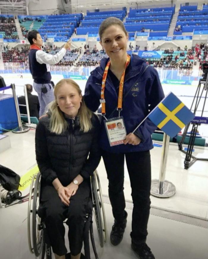 Prinsessan Victoria tillsammans med Ebba Einarsson på Paralympics i Pyeongchang