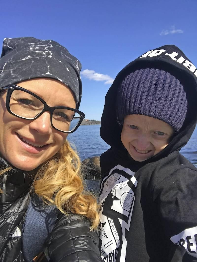 Leah och Miles gillar att åka båt och att uppleva nya saker.