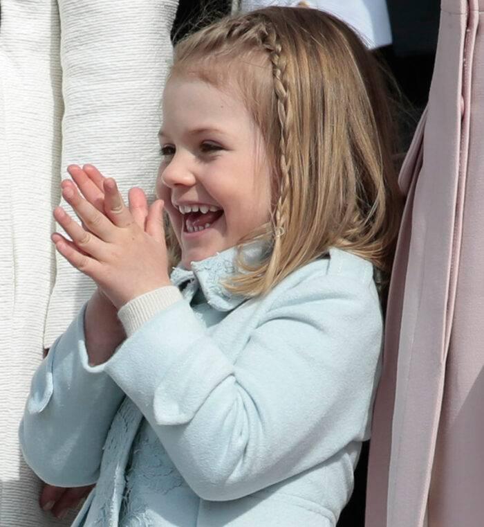 Prinsessan Estelle på morfar kung Carl XVI Gustaf fyllde 70 år, 2016.