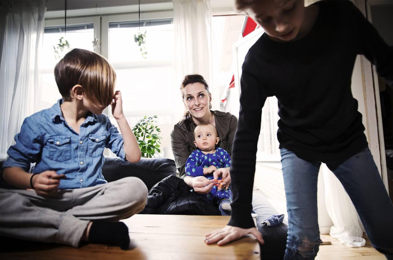 Humormamman Nicole med sina barn