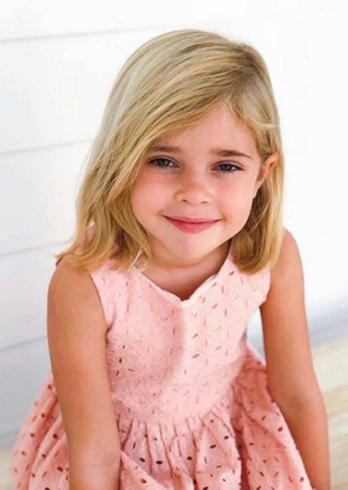 Prinsessan Madeleines dotter prinsessan Leonore i rosa klänning.