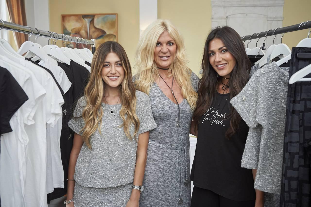 Maria Montazami med döttrarna Hanna och Sara.