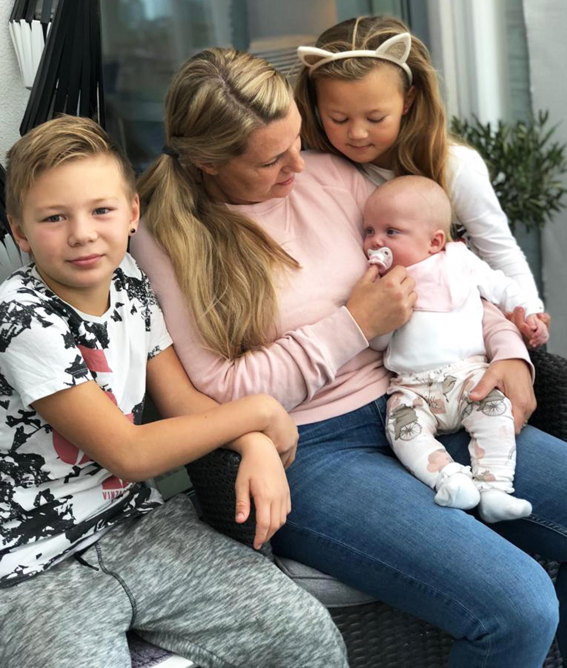 Elton, Hannah, Nelia och lilla Ebba