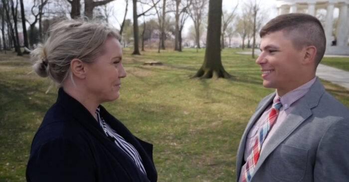 Ett av Carina Bergfeldts och Jeff Nielsens första möten. Från dokumentären Min hemliga bror, SVT.