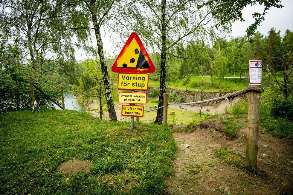 Varningsskyltar vid Dalby stenbrott