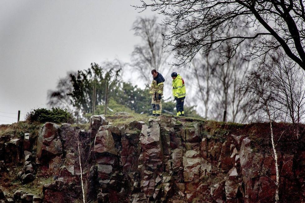 Två polisen undersöker Dalby stenbrott