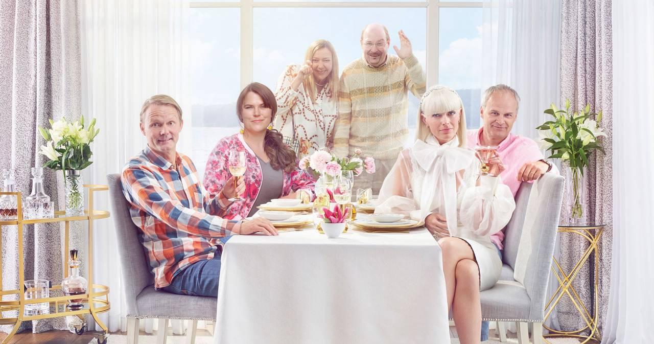 Felix Herngren, Mia Skäringer, Malin Cederbladh, Henrik Dorsin, Johan Rheborg och Josephine Bornebusch i säsong 6 av Solsidan. Solsidan säsong 6 har premiär på C More den 6 oktober 2019 och på TV4 den 20 oktober 2019.