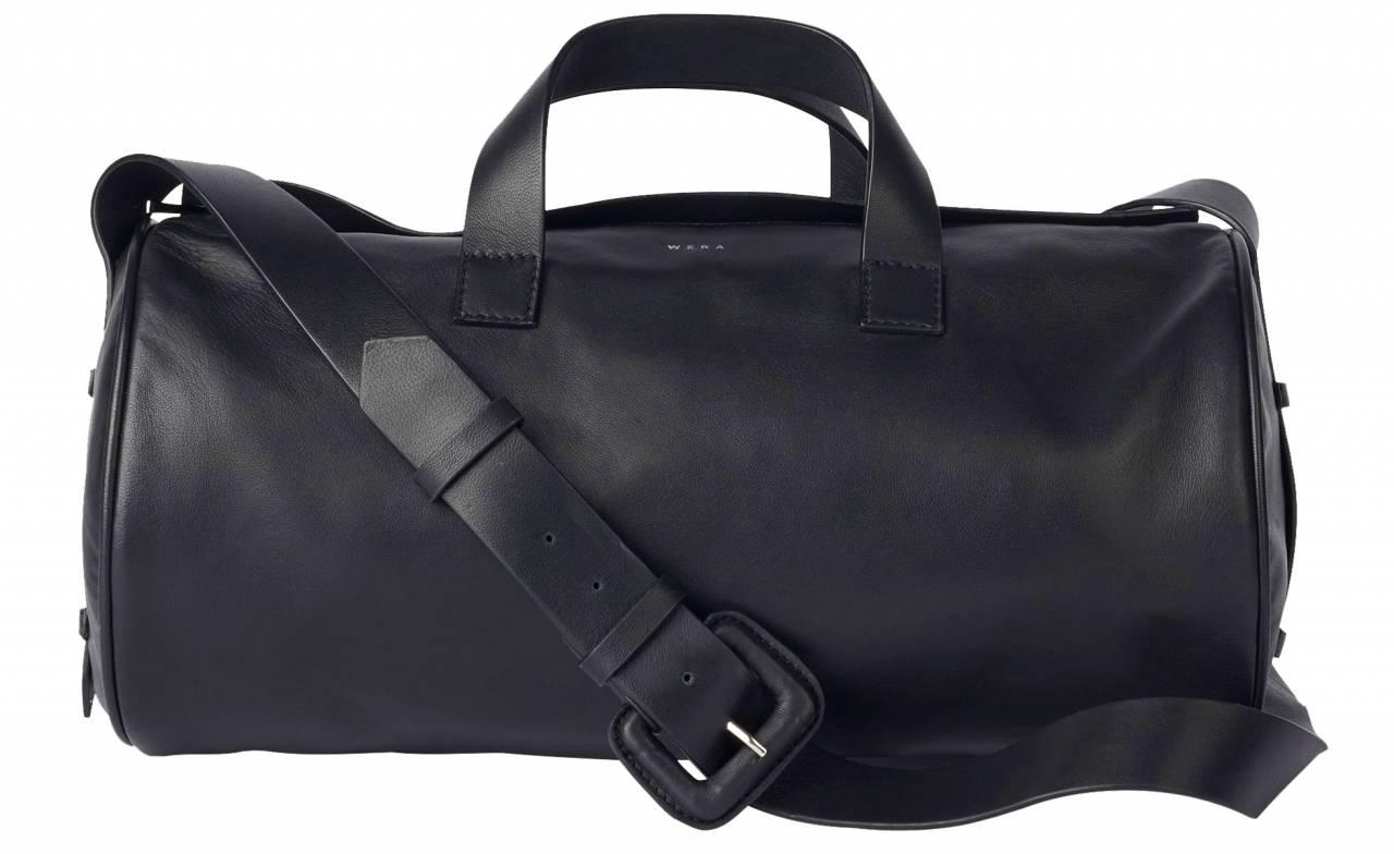 Svart väska i baguetteform