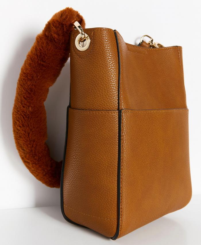 Konjaksbrun väska med fuskpälshandtag, från Lindex