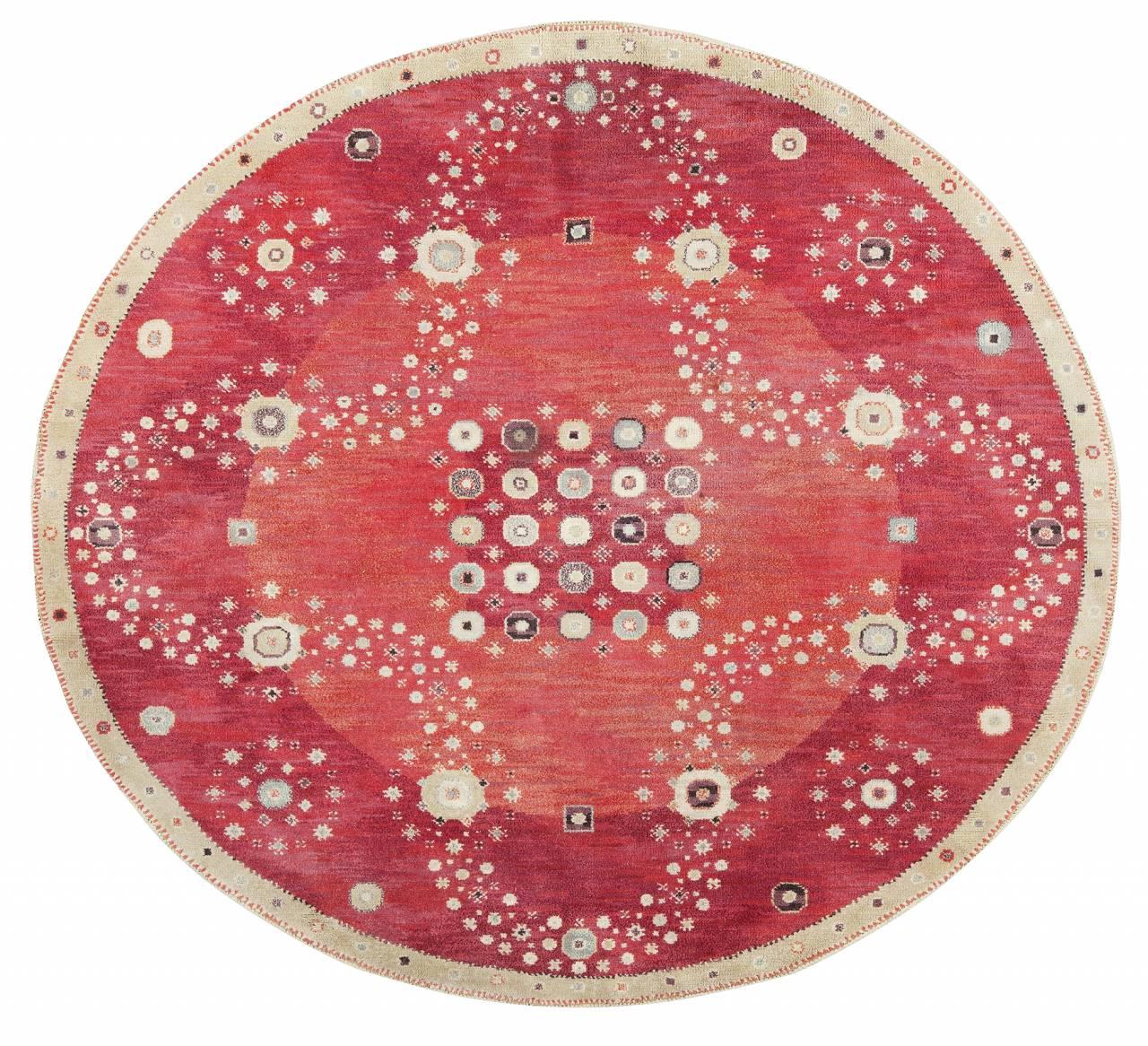 Den ovala flossan Röda rabatten med måtten 246x271 cm komponerades 1944.