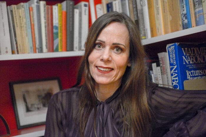 Sara Danius när hon fått beskedet om att hon blir invald i Svenska Akademien på stol nummer sju.