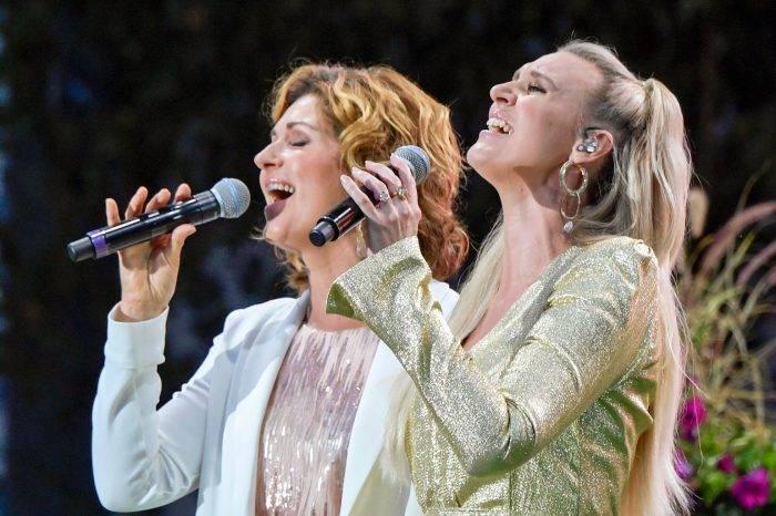 Sissel i duett med Sanna Nielsen i <em>Allsång på Skansen</em>.