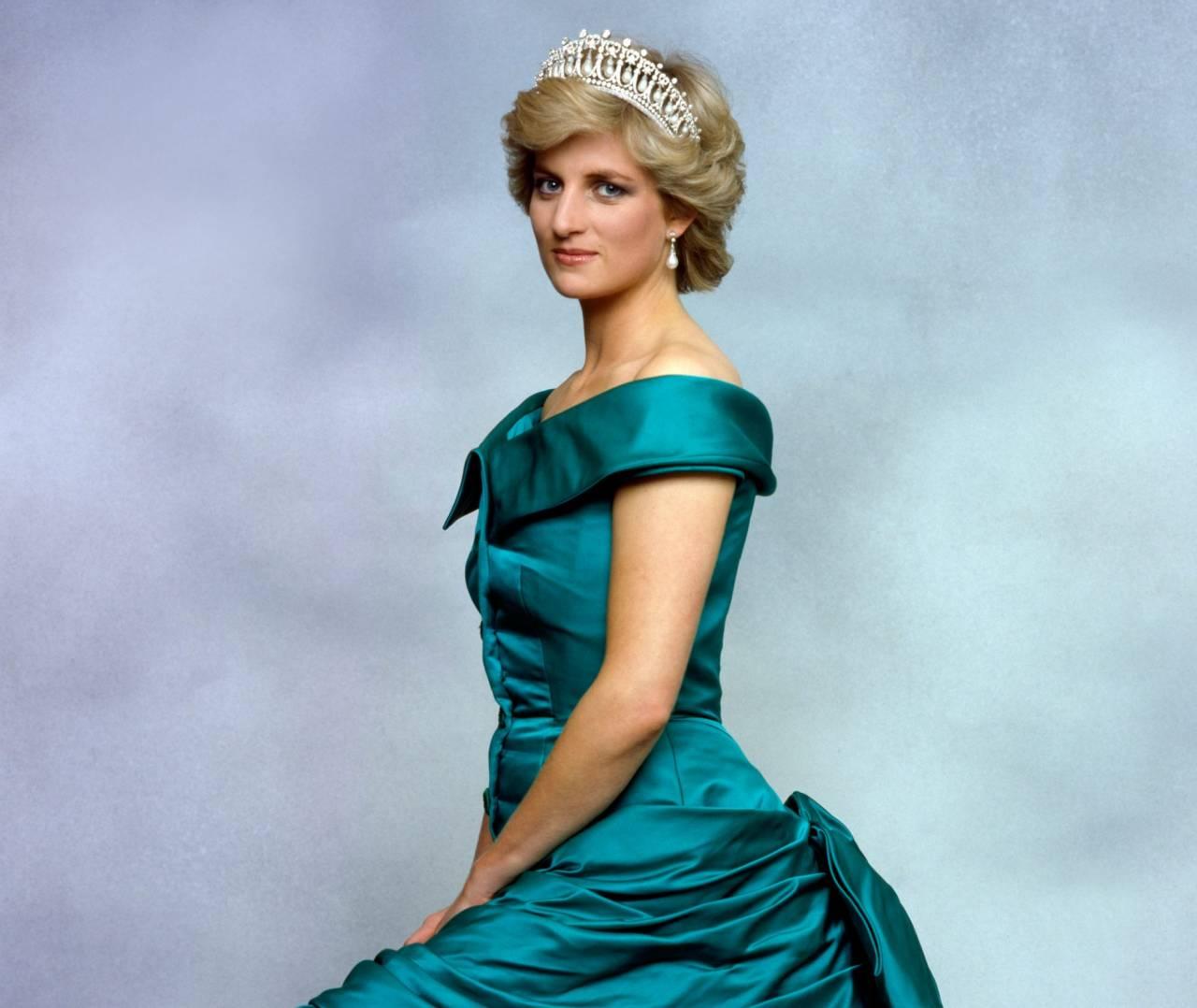 Prinsessan Diana i galaklänning och diadem.