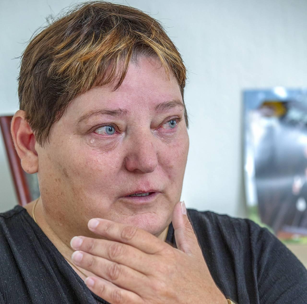 Tårarna rinner på Helle när hon berättar hur hennes dotter mördades i Marocko.