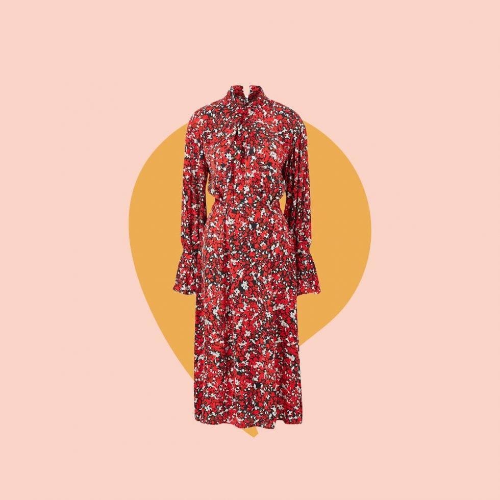 Röd blommig klänning från Dagmar som Victoria har på sig