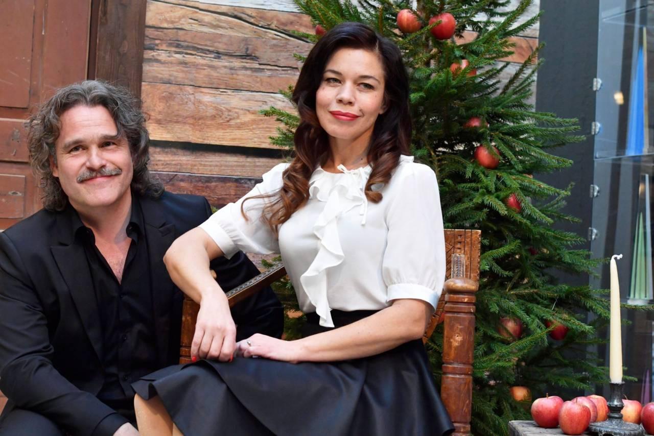 Erik Haag och Lotta Lundgren presenteras som julvärdar i SVT 2017.