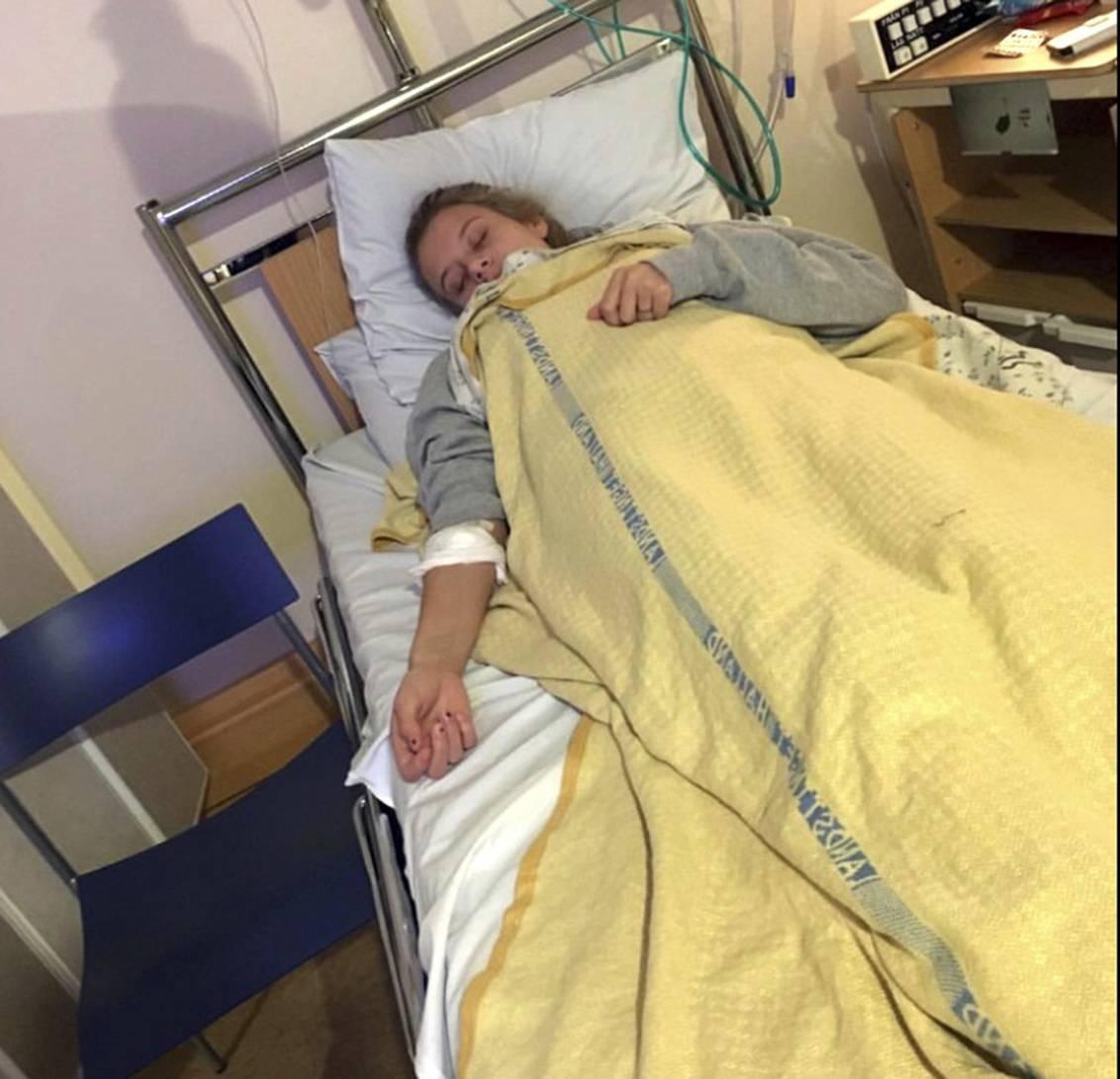 Josefine ligger i sjukhussängen