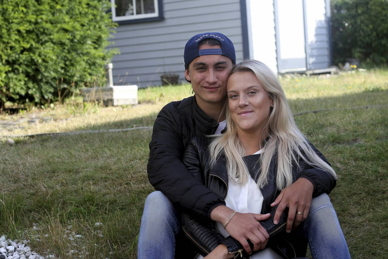Josefine tillsammans med pojkvännen Benjamin som har varit ett stort stöd för henne under smärtorna