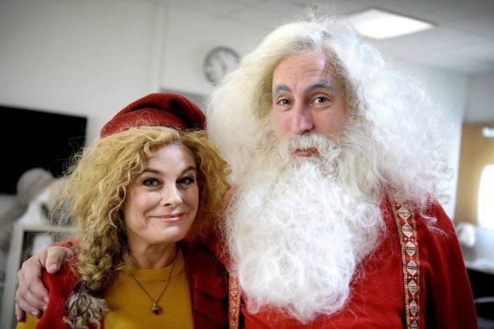 Pernilla Wahlgren och Per Andersson spelar tomtemor och tomtefar i julkalendern