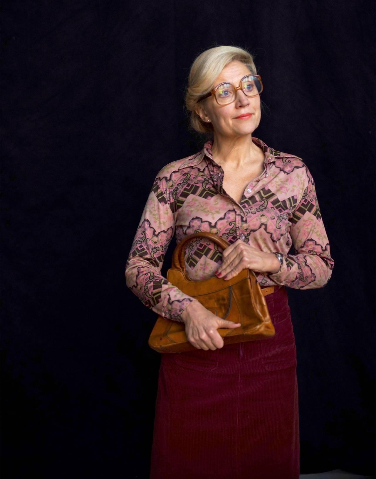 Skådespelaren Klara ZiImmergren som lärare på 70-talet.