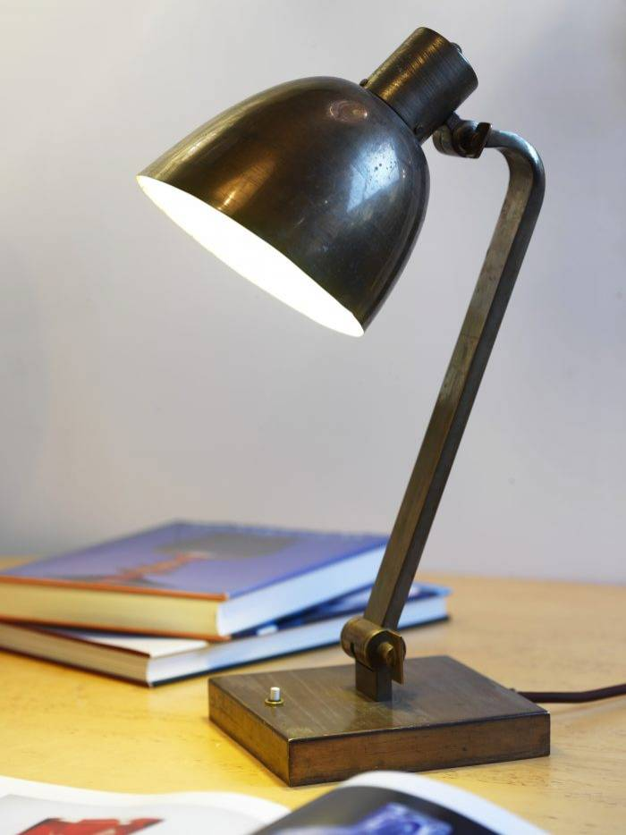 Lampa i funktionell industridesign