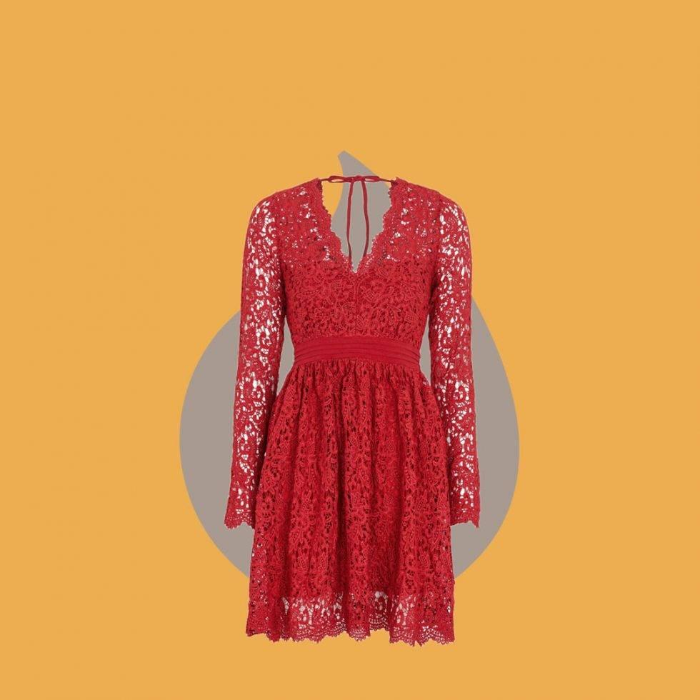 Röd spetsklänning från Moments New York